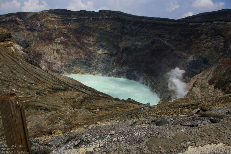 Krater mit See