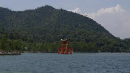 Torii im Wasser