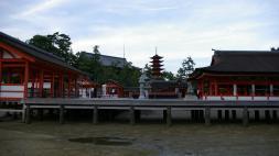 Schrein von der Wasserseite