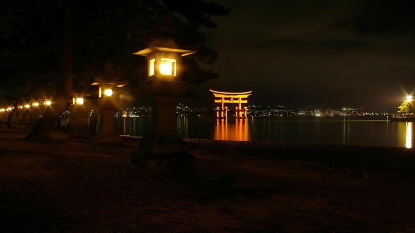 Torii bei Nacht
