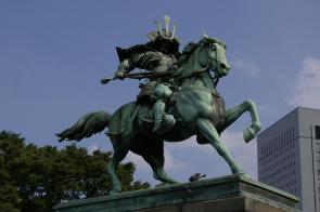 Statue vor dem Palast