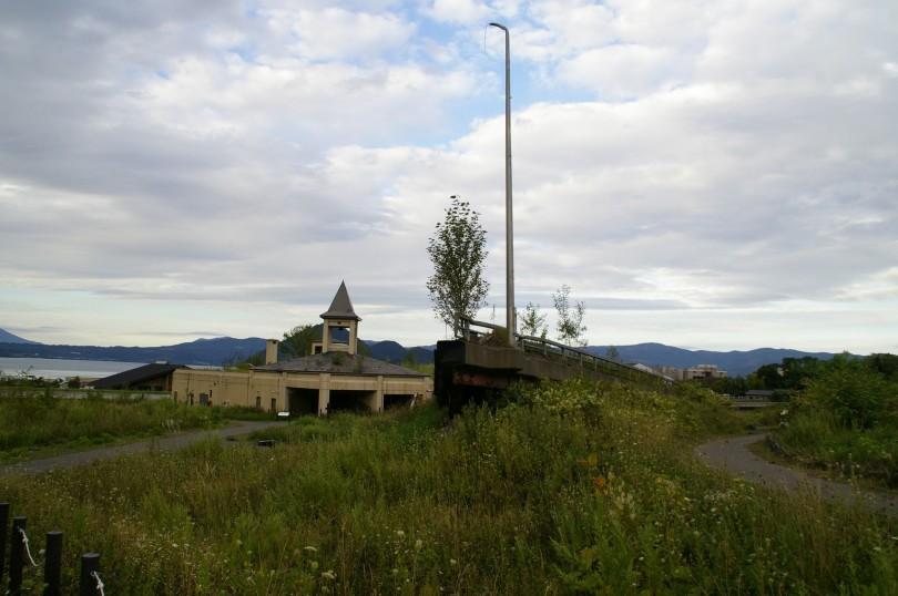 deplatzierte Brücke