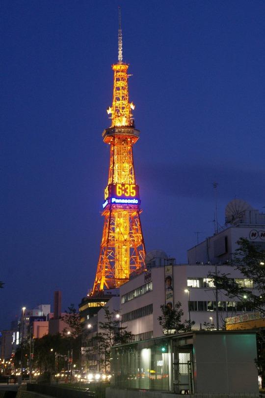 Sapporo Tower bei Nacht