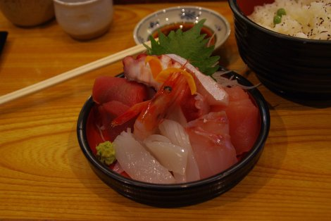 Sashimi am Fischmarkt in Kanazawa