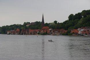 Lauenburg (die Schilder im Wasser stehen an Land)